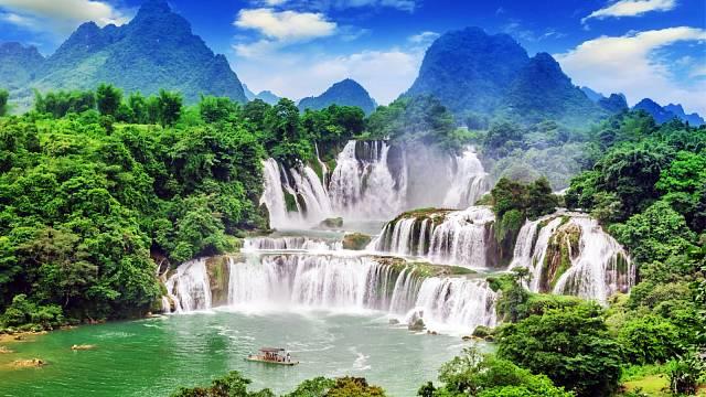 Vodopády Detian, tyto vodopády jsou přes 200 metrů široké