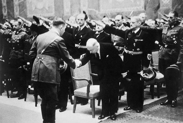 Hitler v Praze vyhlásil Protektorát Čechy a Morava a Hácha se stal jeho státním prezidentem.
