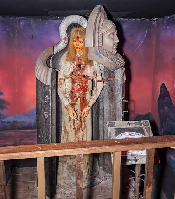 Podobná zařízení zvyšují návštěvnost muzejí mučicích nástrojů.