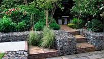 S gabiony zahrada vypadá vždy upraveně.