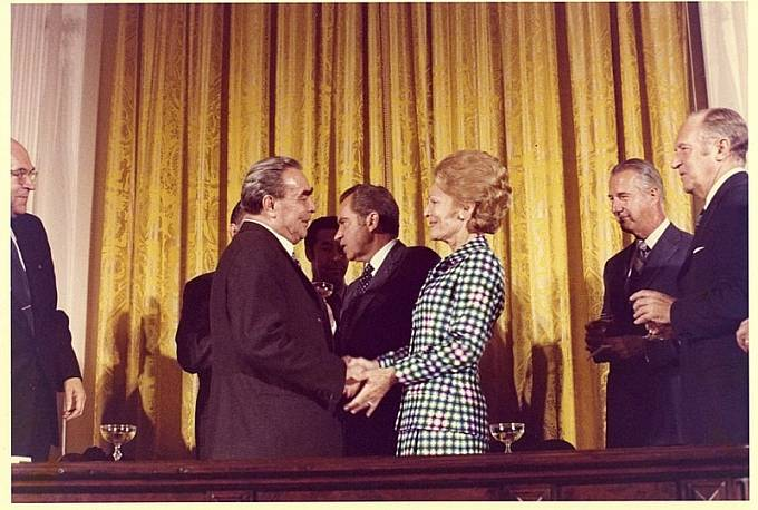 Brežněv při setkání s první dámou USA Pat Nixonovou v roce 1973