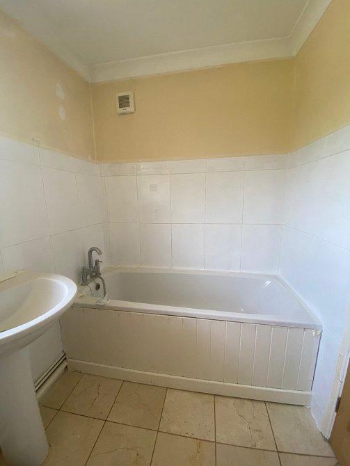 Karanténu využila pro rekonstrukci koupelny.