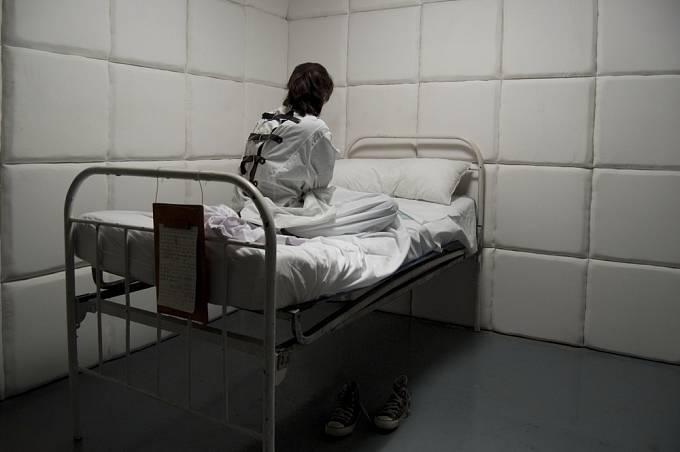 Psychiatrické léčebny byly v minulosti ponurými místy.