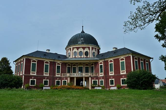 Program Lebensborn probíhal i na zámku Veltrusy.