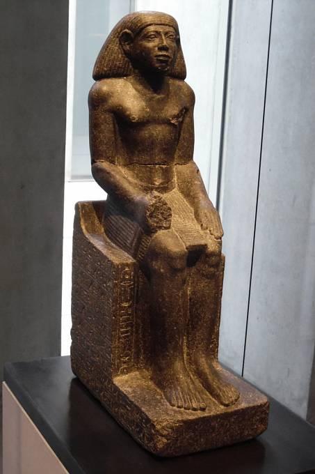 Socha staroegyptského lékaře.