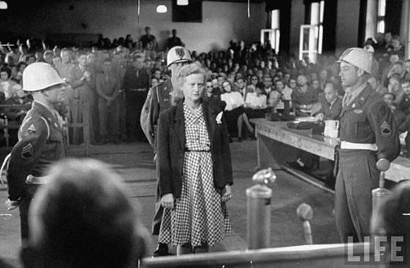 Ilse Koch před americkým vojenským tribunálem.