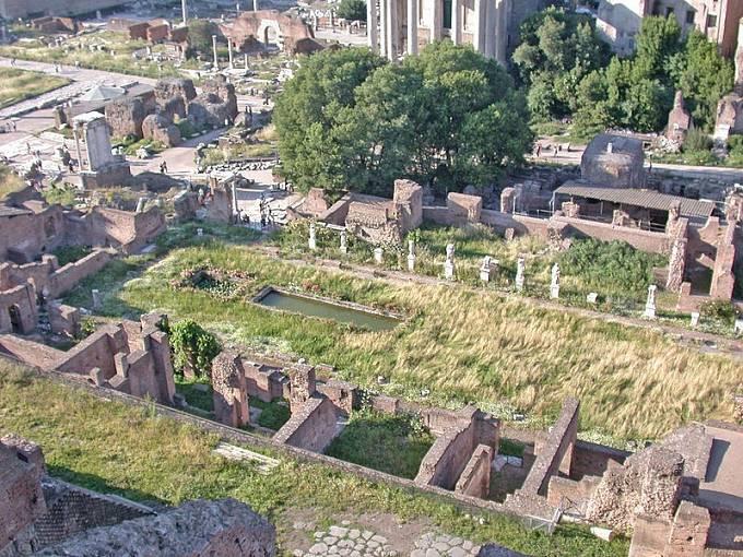 Ruiny chrámu bohyně Vesty