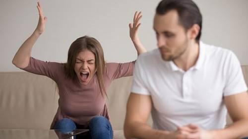 Histerické žárlivostní scény nejsou pevným pilířem manželství.