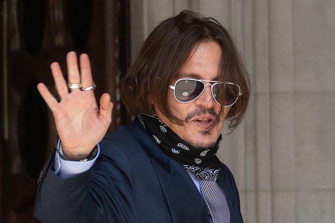 Za Johnnyho Deppa se postavily jeho životní lásky.