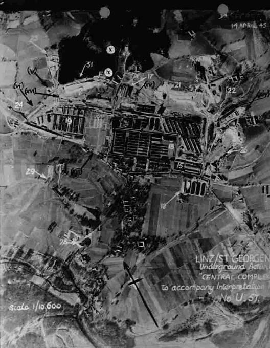 Letecký pohled na koncentrační tábor pobočný tábor Mauthausenu (Gusen II).