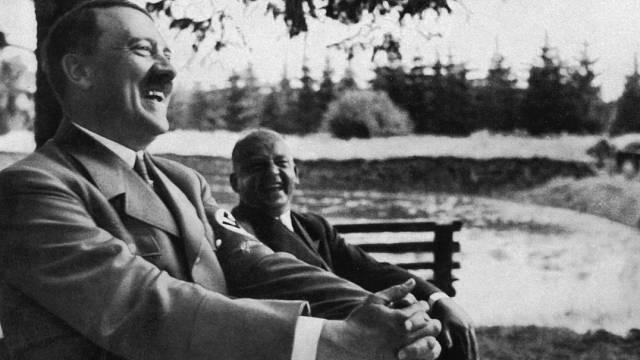 Adolf Hitler se smál málokdy. Když už žertoval, bylo to na adresu druhých.
