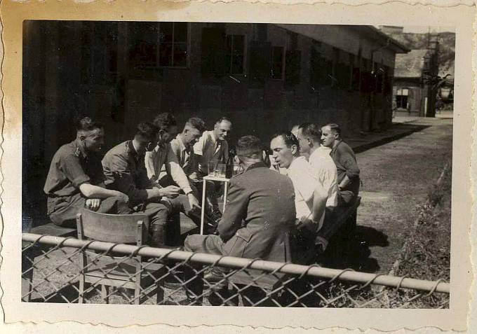 Osvětimští dozorci se ve volném čase příjemně bavili.
