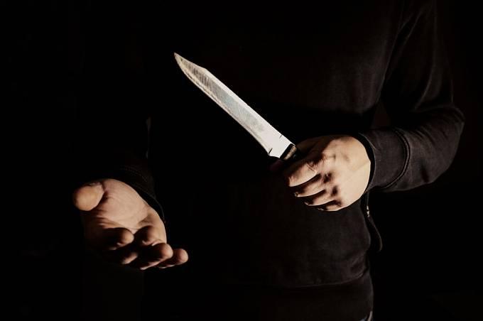 Somora obě stopařky nejprve zbil a pak je ubodal nožem.