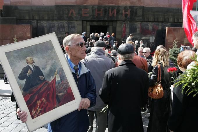 Mauzoleum dodnes přitahuje davy lidí.