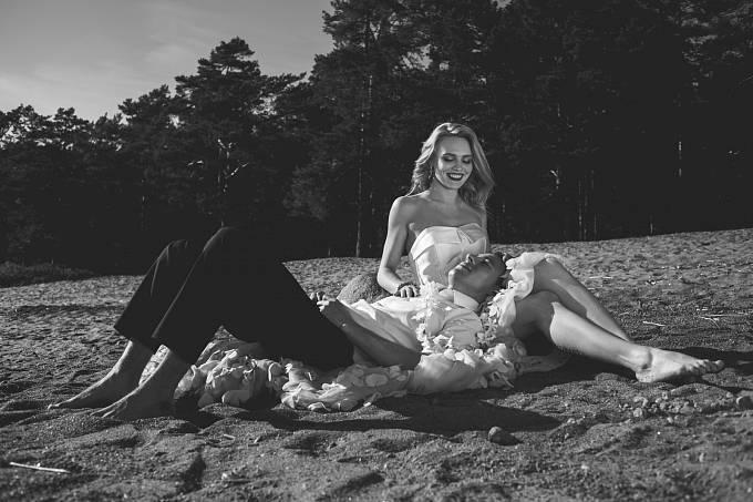 Podle autora knihy vyprchávalo manželské štěstí často již v době líbánek.