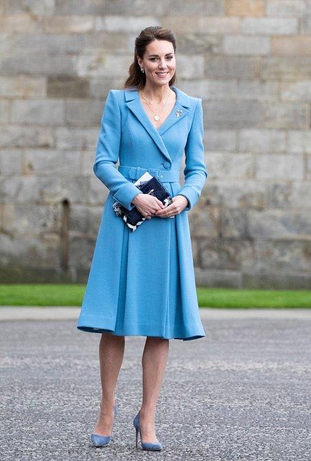 Při své cestě do Skotska sáhla Kate po kostýmku, který se velmi podobá tomu, jaký kdysi nosila Diana.