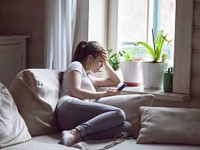 Negativní energie v bytě se projeví únavou a sklíčeností.