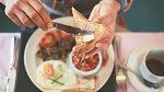 Nemusíte se vzdát svých stravovacích návyků, ale se zdravým jídelníčkem se bude hubnout snáz.