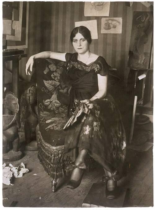 Olga Khokhlova v ateliéru Pabla Picassa, léto 1918.