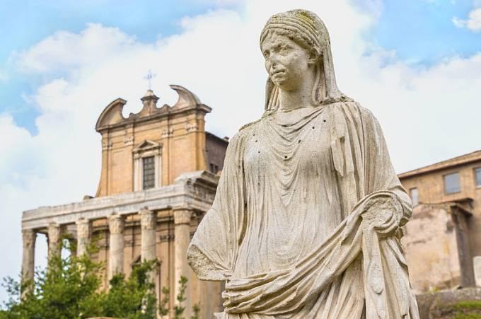 Socha vestálky v Římě