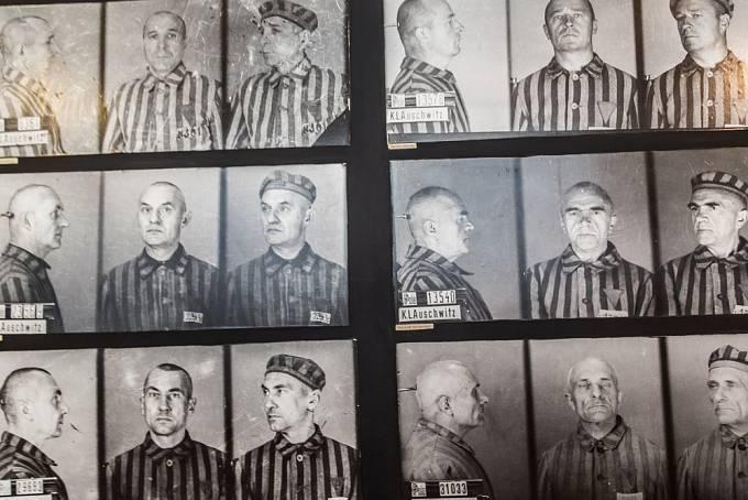 Osvětimští vězni na archivních fotografiích