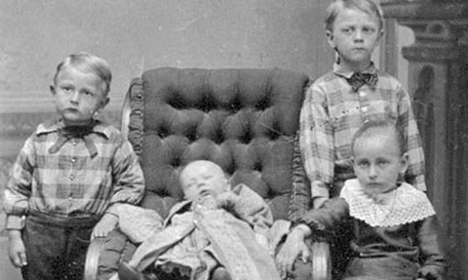 Posmrtná fotografie z 2. poloviny 19. století