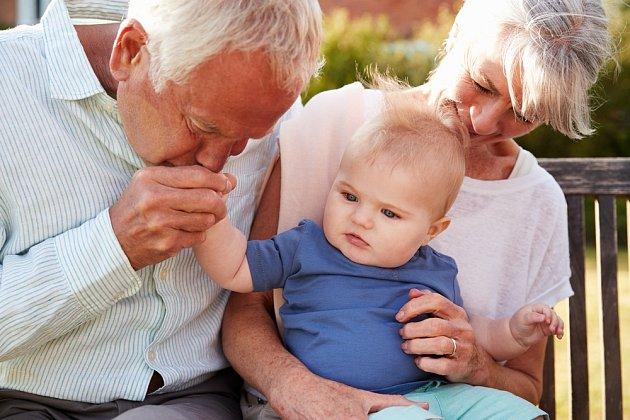 Neustále se dohadují, kdo bude hlídat vnučku.