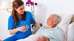 Alzheimerova choroba netrápí jen jednoho člověka, ale celou rodinu.