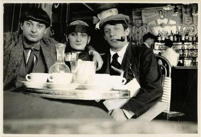 Moïse Kisling (francouzsko-polský malíř židovského původu), herečka Pâquerette a Pablo Picasso.