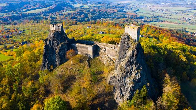 Mimo turistů hrad na denním pořádku navštíví i hledači pokladů.