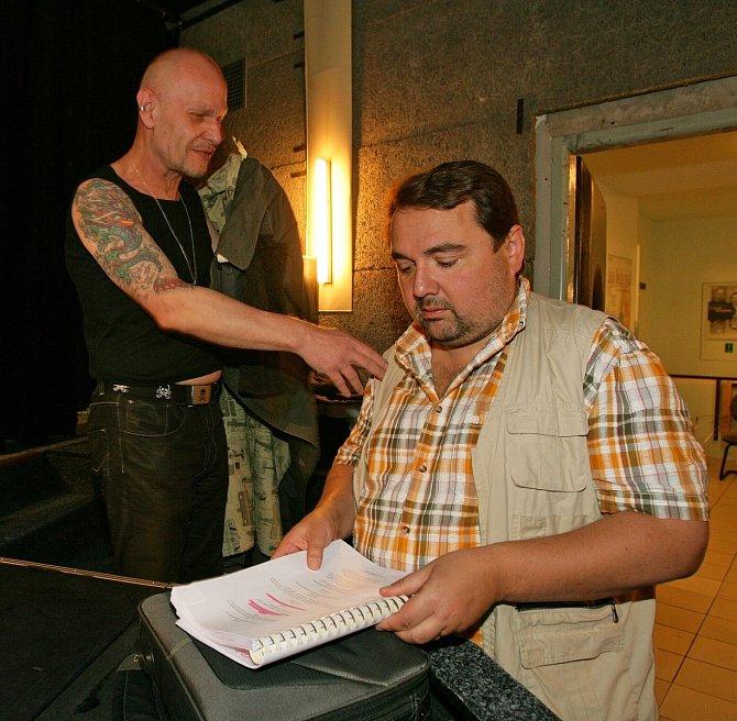 Vladimír Marek hrál v mnoha divadlech (na snímku s Ivanem Vodochodským).