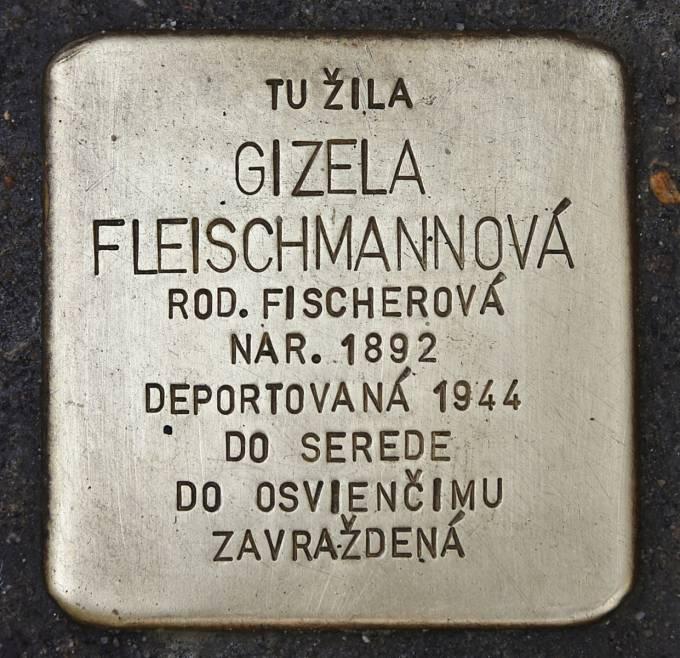 Stolperstein pro Gisi Fleischmannovou na Klariské ulici v Bratislavě.