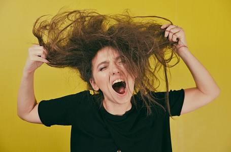 Přešlapy svlasy, které vám mohou přidat i několik let.