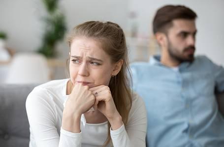 Když přišel partner o práci, nastalo doma peklo.