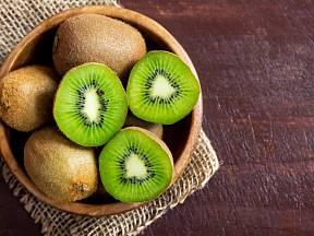 Kiwi je možné vypěstovat i ze semínek.