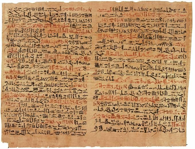 Chirurgický a ranhojičský papyrus Edwina Smithe vznikl kolem roku 1600 př. n. l. Obsahuje popisy 48 různých druhů poranění od mozku po míchu a vyšetření pulzu a výklad srdečního tepu. Smithův papyrus je považován za nejstarší učebnici chirurgie na světě.