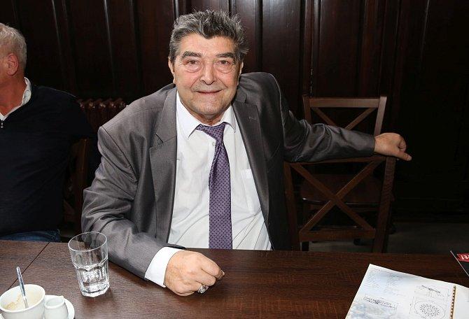 Václav Kočka rovněž hájí svého syna.