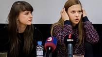 Režisérka dokumentu V síti Barbora Chalupová s herečkou Terezou Těžkou.