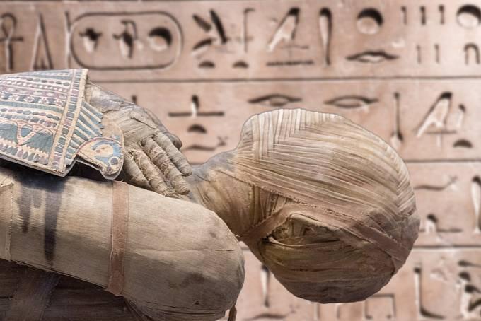 Na zámku je teď hlavní atrakcí egyptská mumie.