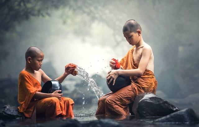 Buddhisté žijí v chudobě.