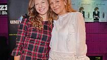 Lenny je vždy oporou její matka, slavná zpěvačka a kytaristka Lenka Filipová.