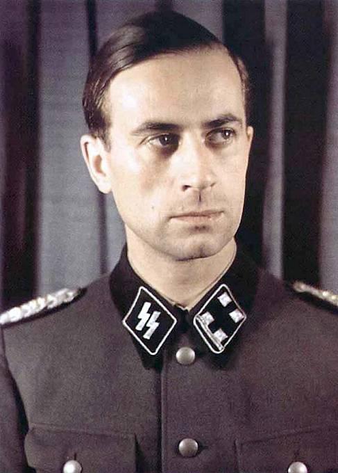 """Dr. Karl Brandt byl osobním lékařem Adolfa Hitlera. Byl """"architektem"""" programu masového vyvražďování, schvaloval ohavné lékařské experimenty v koncentračních táborech, podílel se na sterilizačním programu."""