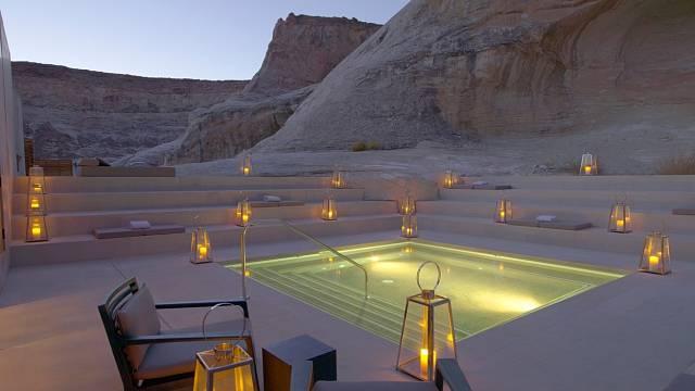 Cena za noc v této pouštní oáze začíná na 36 tisících Kč.