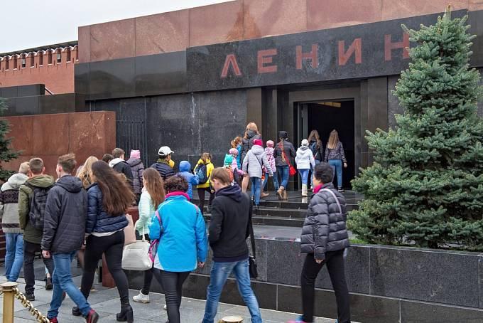 O Leninovu mumii je stále zájem.