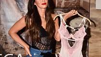 Megan Fox si díky keto dietě může dovolit sexy spodní prádlo i po třech dětech