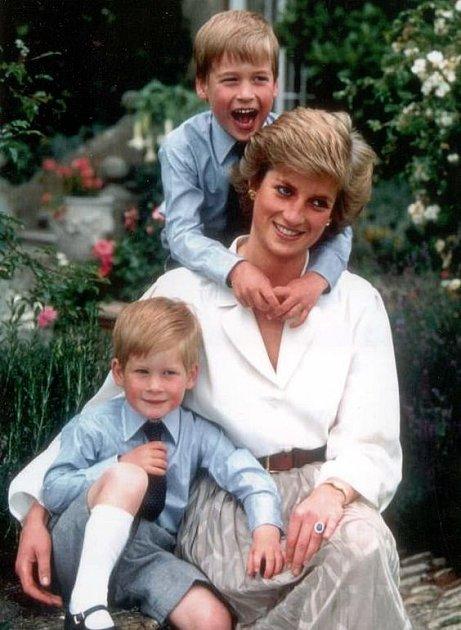Princezna Diana byla jako matka téměř dokonalá.