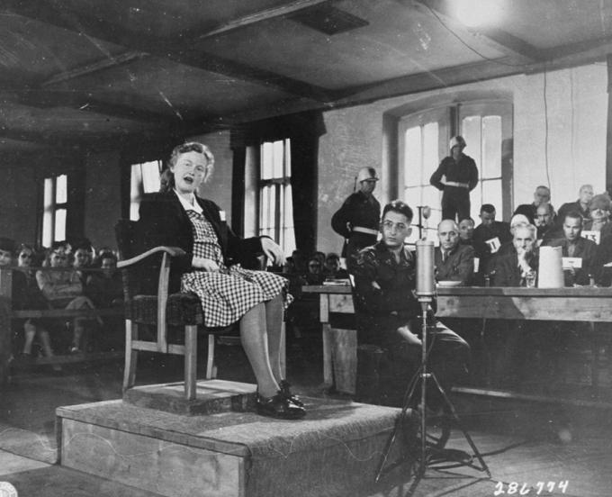 8. července 1947, Ilse Koch před americkým vojenským tribunálem ve věci Buchenwald.
