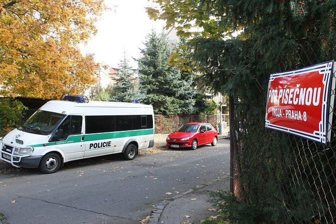 Pročesávala se oblast kolem školy a bydliště.