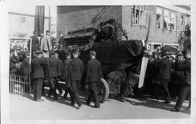 Pohřeb Tomáše Bati.