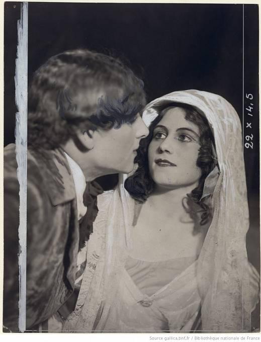 Ruská baletka Olga Khokhlova. Picasso se s ní oženil v roce 1918.